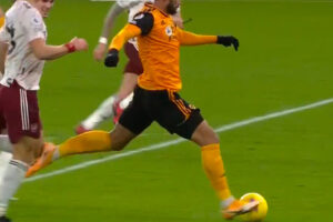 Willian Jose nicks David Luiz knee and Wolves are awarded a penalty ..