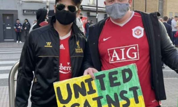 """United against greed"" Man United and Liverpool fans join Arsenal supporters in their protest against Stan Kroenke this evening"