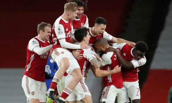 Superb Mohamed Elneny goal fires Arsenal into early lead at Newcastle